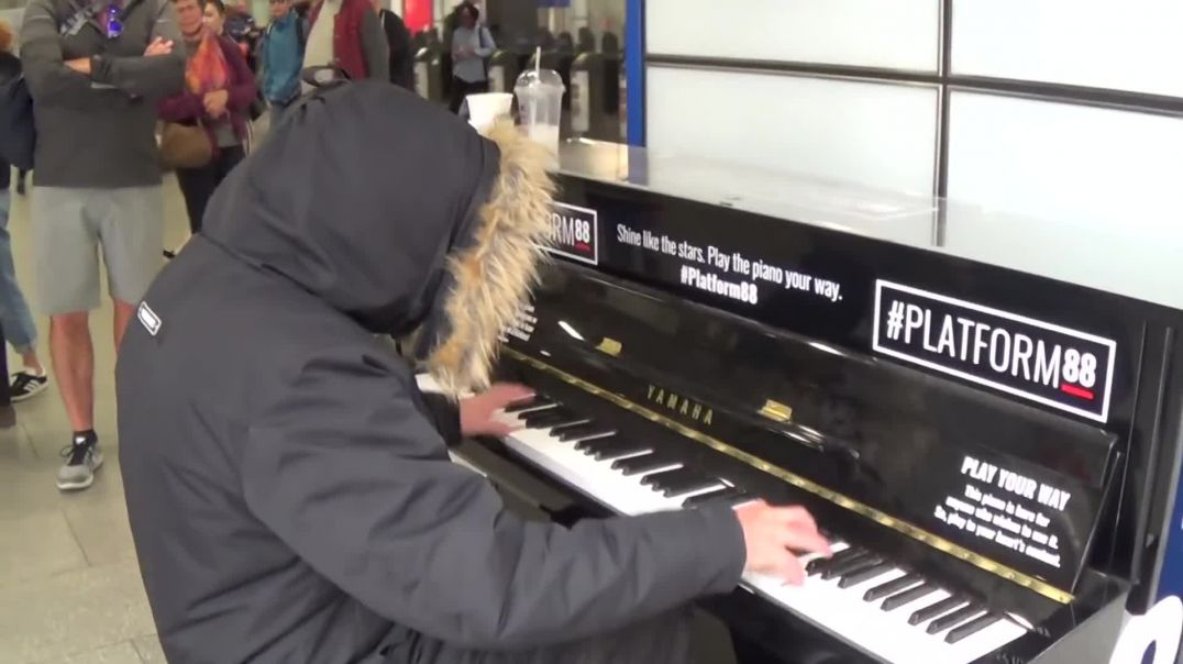 Suspicious Dude Plays Killer Piano....Crowd is Wary!
